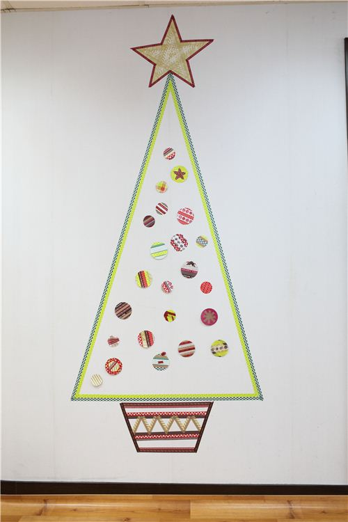 The pretty Washi Tape Christmas tree in the modes4u office