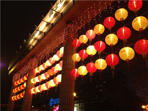 Lots of lanterns at the entrance of the Spring Festival Carnival
