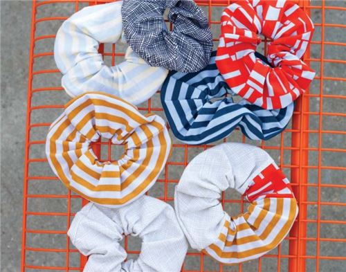You can make awesome scrunchies with this pattern!