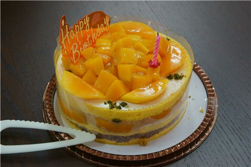 The mango cake was really fruity, it looked like they used a whole mango to make it