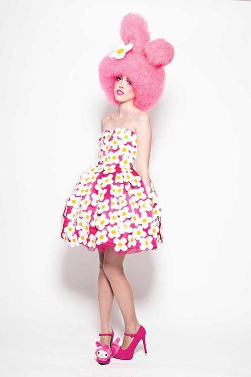 Eine hippe rosa Interpretation von My Melody mit einer beeindruckenden Perücke.