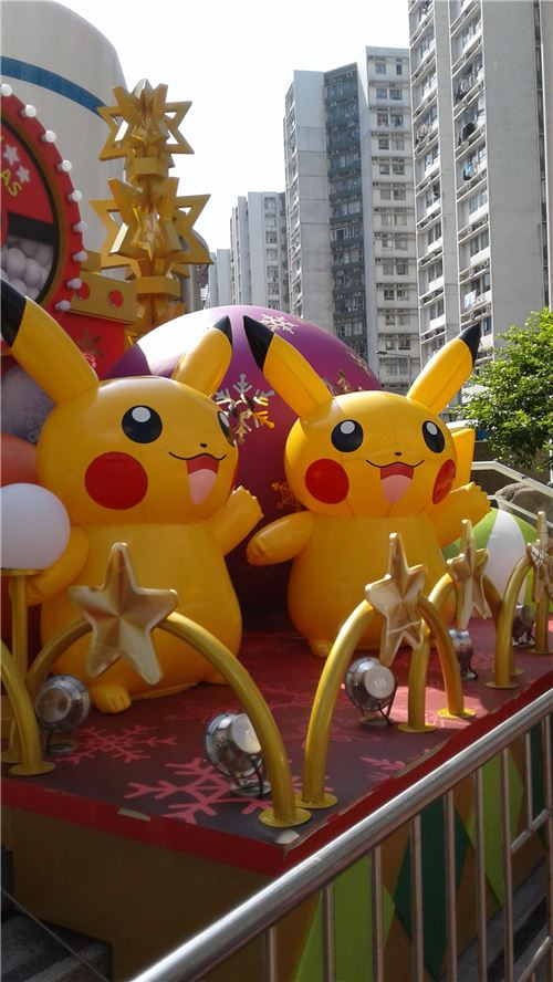 Smaller Pikachu waving!