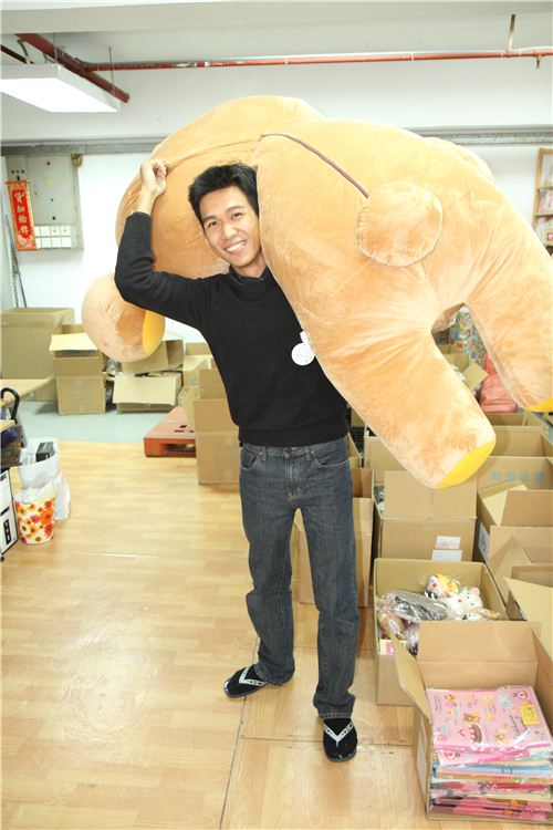 Alan is fooling around with cute Rilakkuma