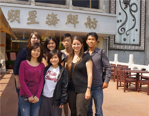 The whole modes4u.com team in front of the Chinese restaurant